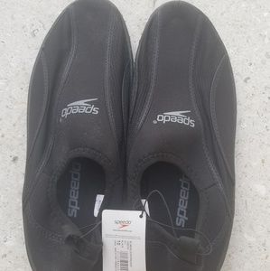 NWT Speedo water shoes